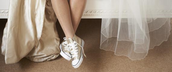 Spose in delirio dopo il fatidico si! Tacchi o sneakers?