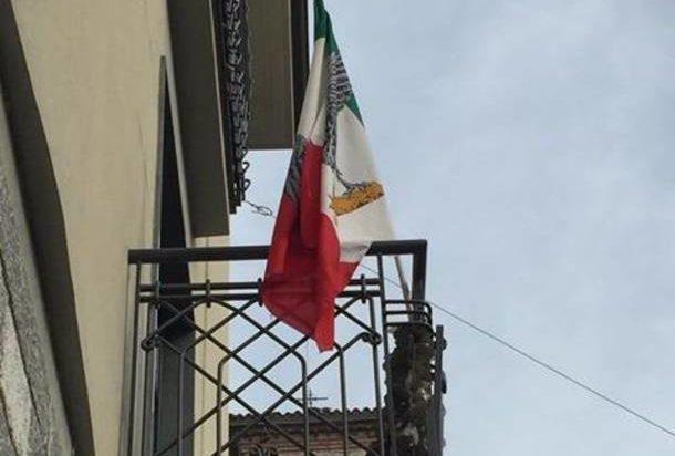 fascismo-besnate-piazza-citta-bandiera-rsi