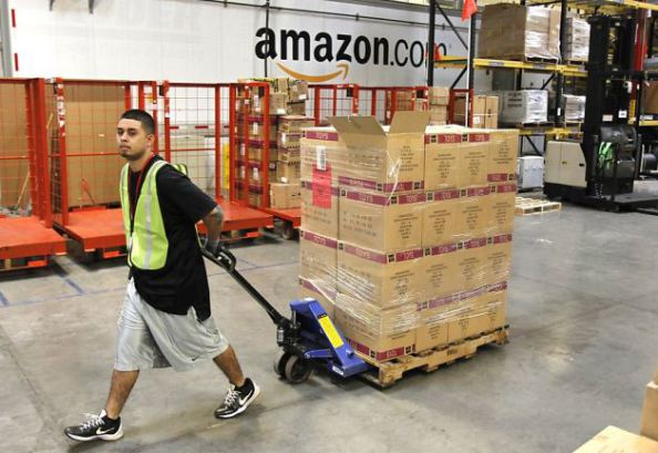 Photo of Amazon riempie i magazzini di merce cinese per paura del Coronavirus