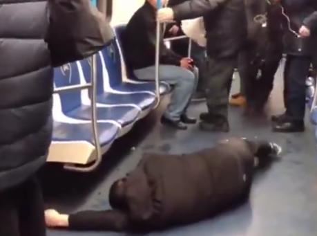 Photo of Russia, finge di essere contagiato dal coronavirus e semina il panico in metro