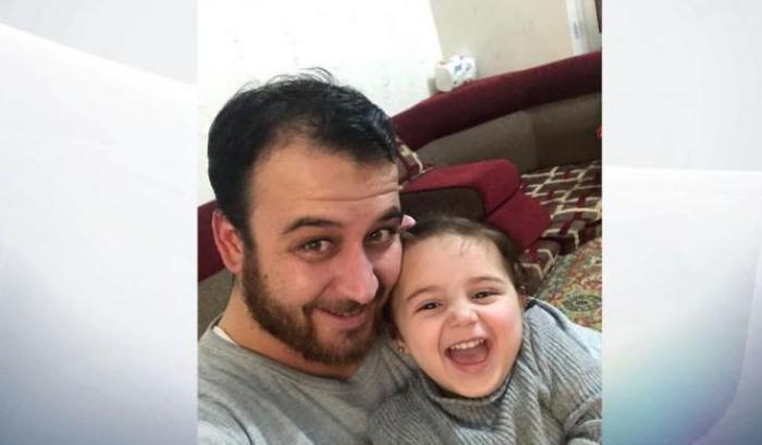 Photo of La bambina siriana che rideva sotto le bombe si è salvata: ora vive in Turchia coi suoi genitori