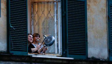 Flash mob sui balconi di oggi 17 marzo: si canta Tanto Pe' Cantà