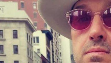 """Bufera social su Joe Bastianich in giro per New York: """"Stai a casa capra pelata"""""""