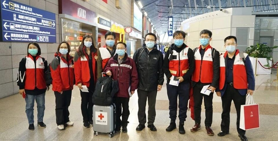 """Photo of Arrivano in Italia medici cinesi esperti nella lotta al Coronavirus: """"Vi aiuteremo a combatterlo"""""""
