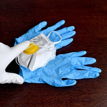 Photo of Coronavirus: i guanti servono a prevenire le infezioni? Sì, a patto che vengano utilizzati correttamente e gettati dopo l'utilizzo