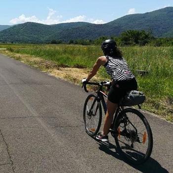 Coronavirus, l'uso della bicicletta è consentito per gli spostamenti necessari, ma non in gruppo e mantenendo la distanza di sicurezza minima di 1 metro fra le persone