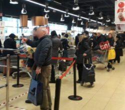 coronavirus-milano-supermercati-assalto-file-lunghe