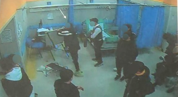 devastazione-ospedale-pellegrini-arresti-omicidio-ugo-russo