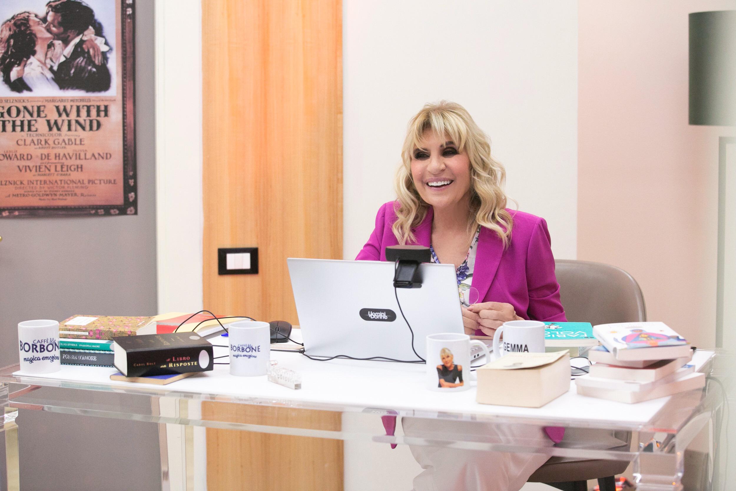 Photo of Lunedì 20 Aprile, alle 14:45 su Canale 5, torna Uomini e Donne