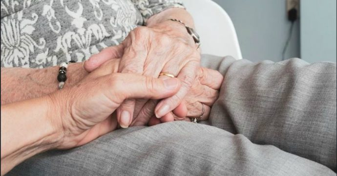 coppia-anziani-coronavirus-como-50-anni-matrimonio