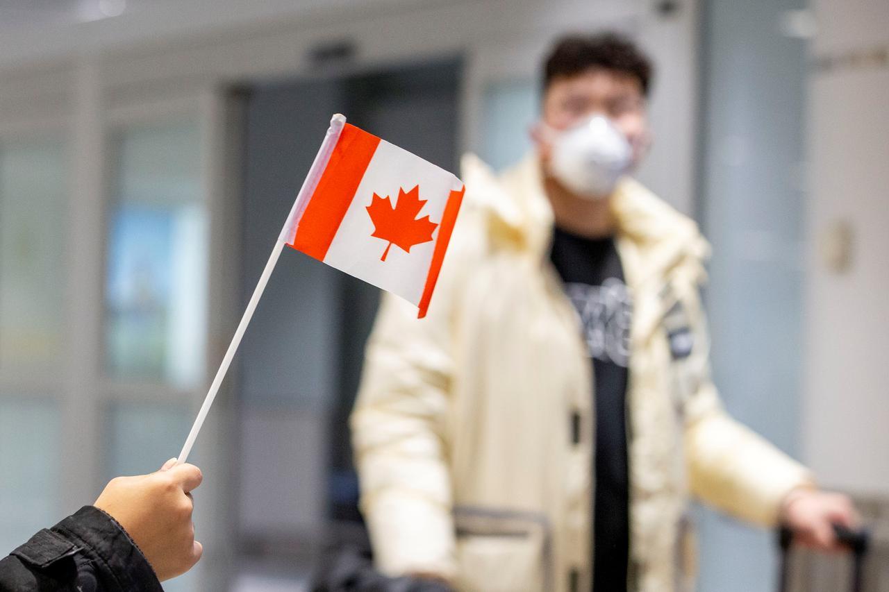 Photo of Coronavirus in Canada: oltre 45mila casi accertati, 2.465 i decessi