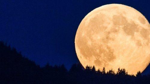Photo of Arriva la super Superluna di aprile, la più vicina dell'anno