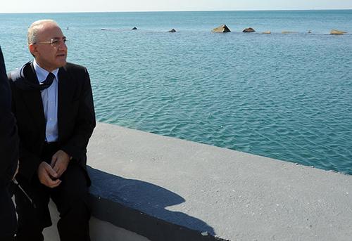 Photo of Coronavirus, De Luca pensa alla chiusura delle spiagge libere