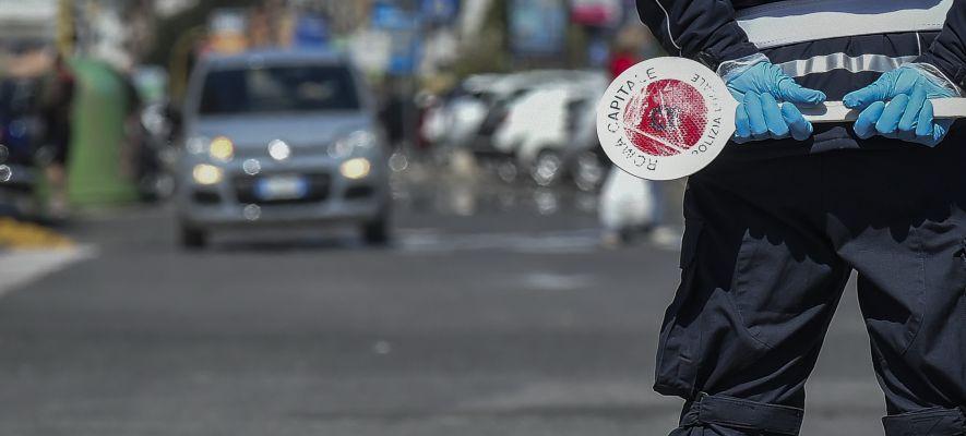 Photo of Como, investe Gdf a posto di blocco: arrestato
