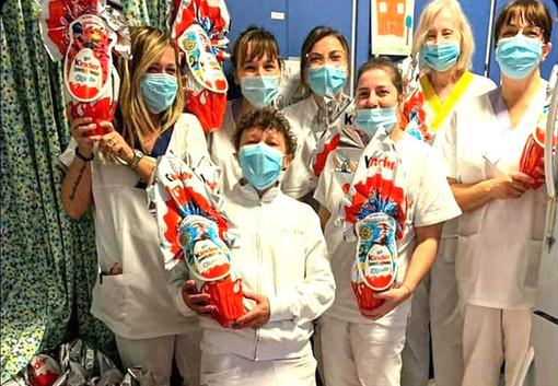 """Photo of Uova di Pasqua Kinder Ferrero negli ospedali per medici e infermieri che lottano contro il coronavirus. """"Nessun uovo al Sud Italia…"""""""