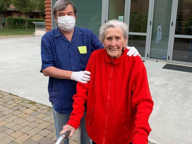 Photo of Coronavirus, a 93 anni la signora Bruna guarisce e torna a casa dopo tre mesi