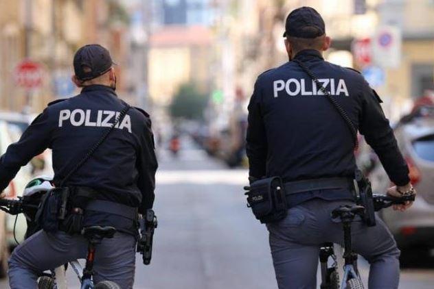 Photo of Milano, 19enne spaccia hashish, marijuana e speed nel parco: arrestato