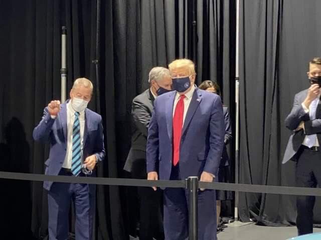 Photo of Coronavirus, anche Trump cede: il presidente Usa indossa la mascherina in pubblico
