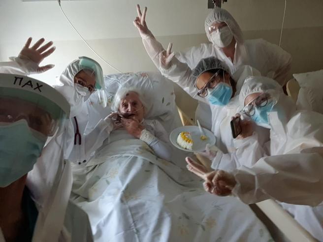 guarisce-coronavirus-106-anni-pavia-festeggia-ospedale