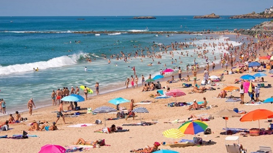 Photo of In Campania riaprono le spiagge libere: prenotazione online e pulizia degli spazi