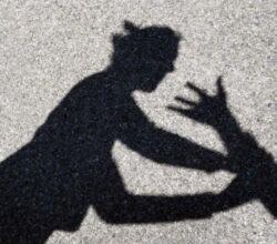 milano-minorenne-molestata-vendica-accoltella