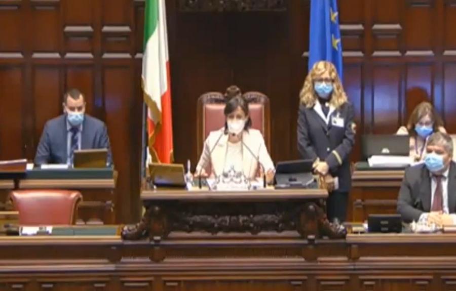"""Photo of Carfagna zittisce Sgarbi: """"Metta la mascherina, non siamo 629 imbecilli"""""""