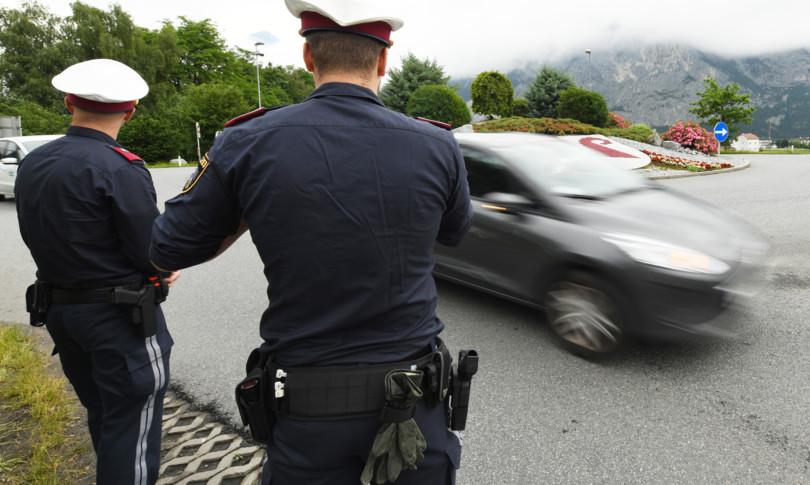 Photo of Orrore in Austria, uccide la ex moglie e la compagna poi fugge in Italia e si toglie la vita in un parcheggio