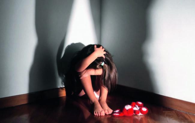 firenze-genitori-abusavano-figlie-materiale-pedo