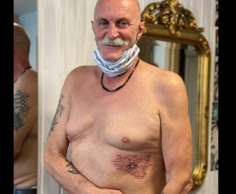 """Photo of Bergamasco salvato dal coronavirus in un ospedale di Palermo si tatua la Sicilia sul fianco """"Ringrazierò sempre i ragazzi che mi hanno curato"""""""