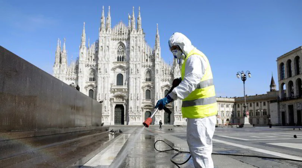 Photo of Coronavirus in Lombardia, parla l'epidemiologo Fabrizio Pregliasco: ecco perchè i casi non diminuiscono