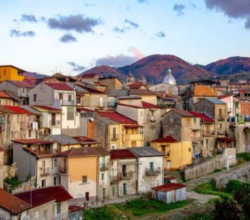 cinquefrondi-calabria-case-centro-storico-1-euro
