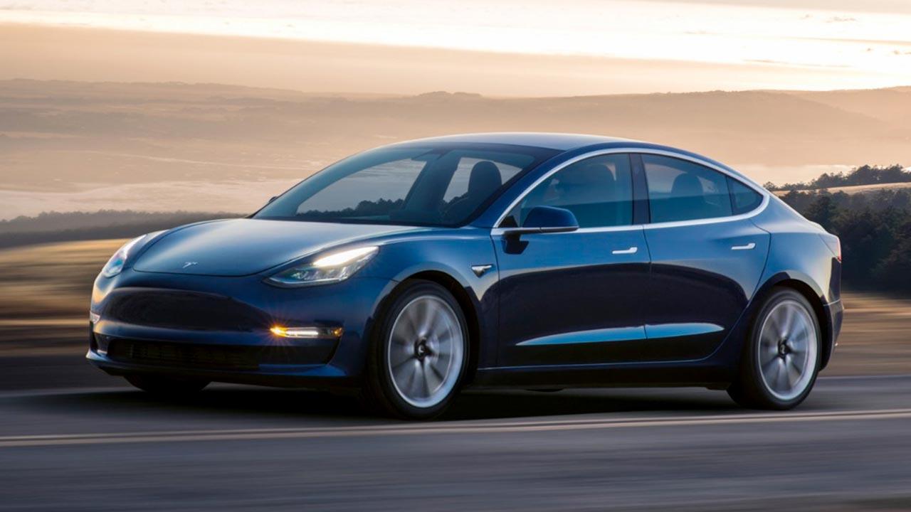 """Photo of Acquisti online, attenzione alla conferma del pagamento: """"Potresti acquistare 28 Tesla per sbaglio"""""""