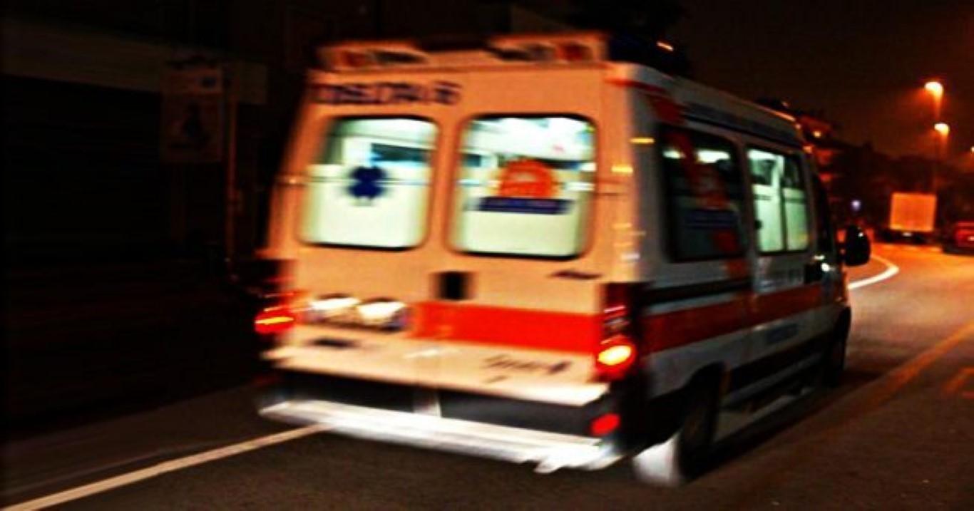 Photo of Viterbo, ragazza di 21 anni precipita da un palazzo: è grave