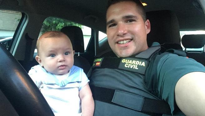 Photo of Bimbo di 6 mesi colto da un malore, agente fuori servizio lo salva