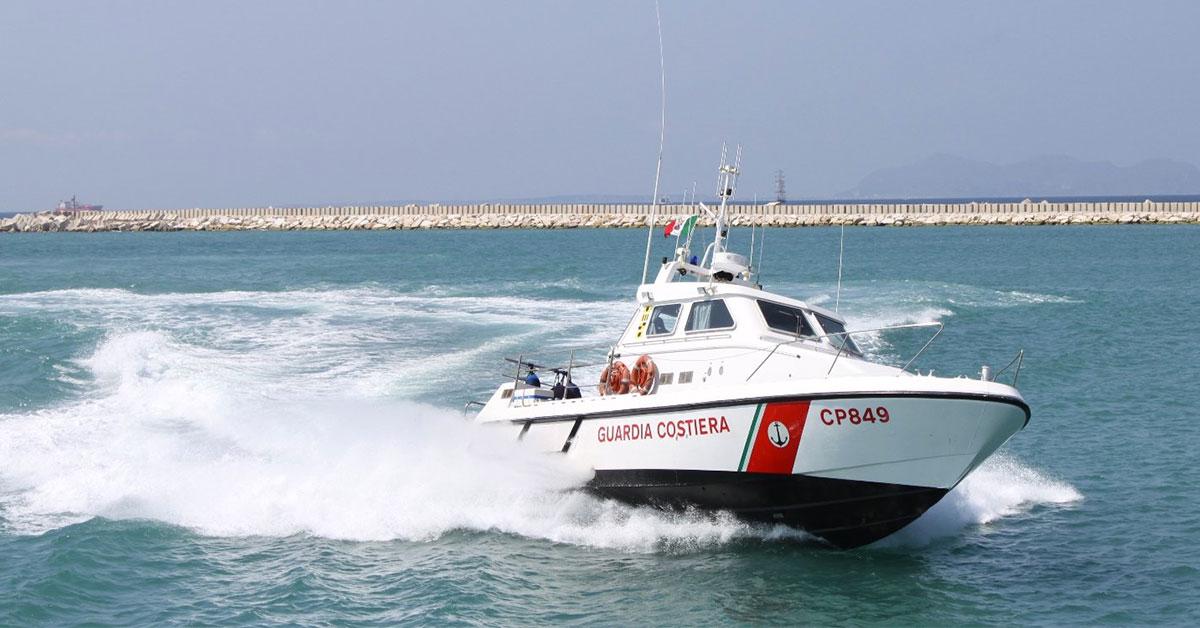 Photo of Gaeta, barca con a bordo tre persone affonda in mare: salvati dalla Guardia Costiera