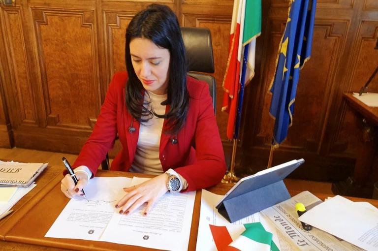 Photo of Scuola, oltre 850 milioni per la manutenzione degli edifici: il Ministro Azzolina firma il decreto