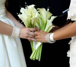 roma-parroco-sposa-due-donne-veste-sindaco