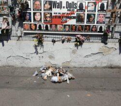 milano-incendiato-muro-bambole-donne