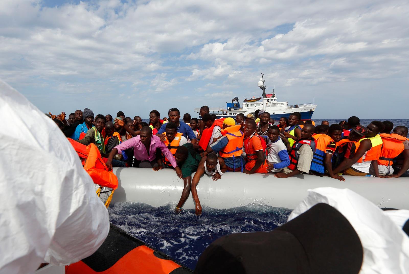 Photo of Imprenditore molisano fugge dalla Tunisia su un barcone di migranti