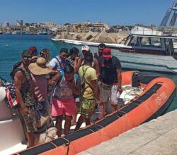 migranti-soccorsi-13-tunisini-lampedusa-terzo-sbarco