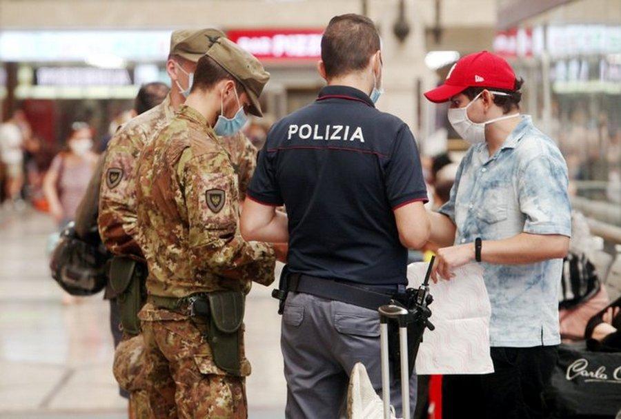 Photo of Coprifuoco o lockdown mirati, Lombardia e Campania a rischio: prossimi 4 giorni decisivi