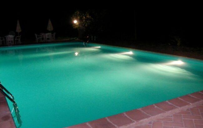 rieti-ragazzino-piscina-schianta-fondale-grave