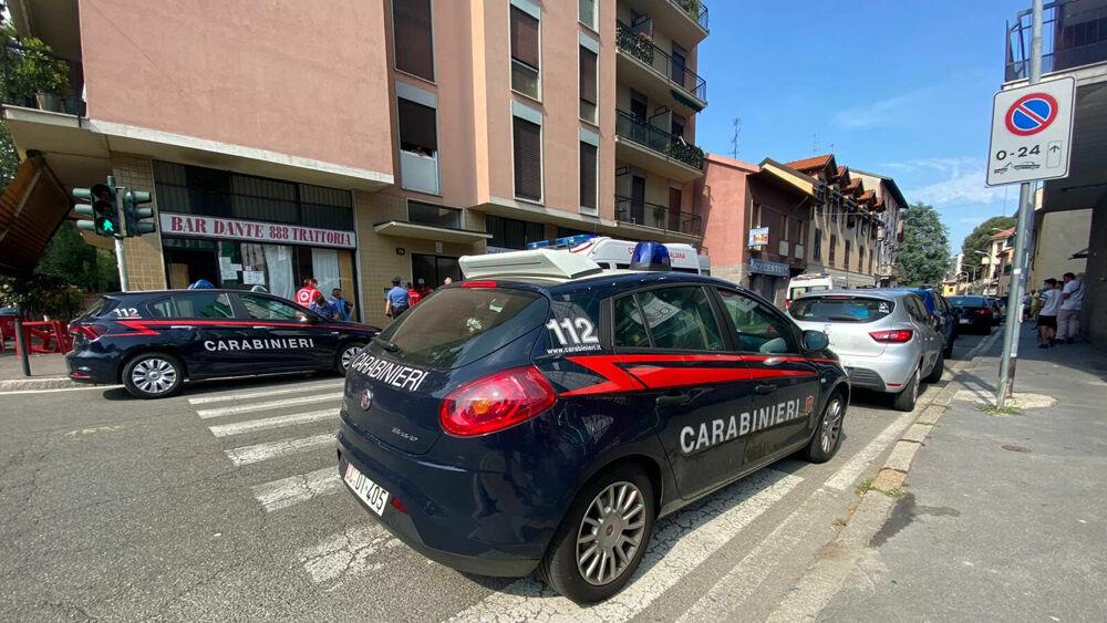 Photo of Danno fuoco alla casa di un invalido dopo averlo colpito con secchiate d'acqua: cinque arresti a Cosenza, due sono minorenni