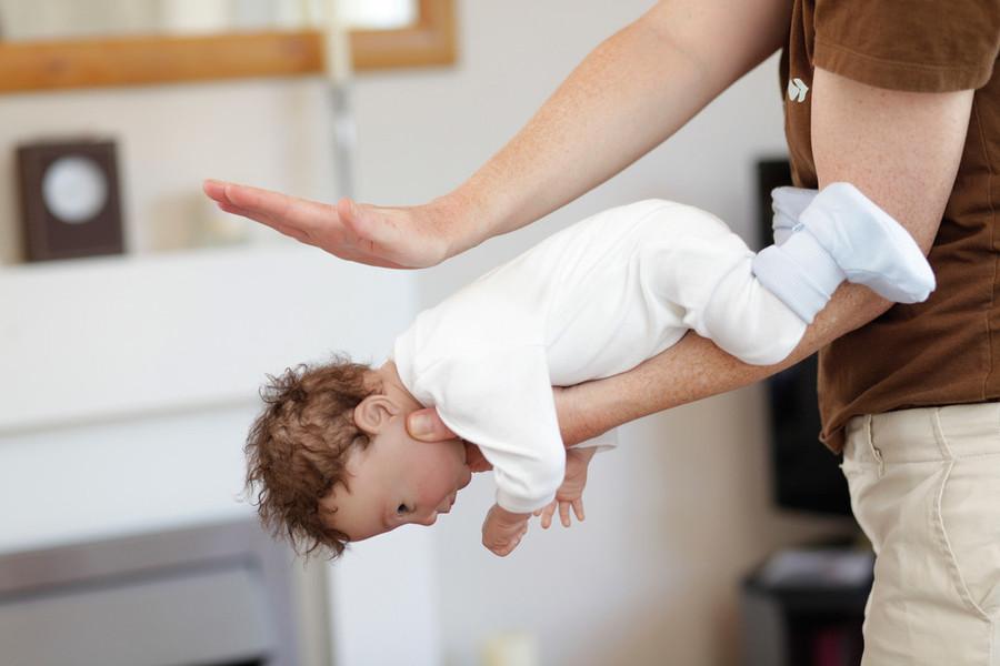 cuneo-neonato-rischia-soffocare-commessa-manovra
