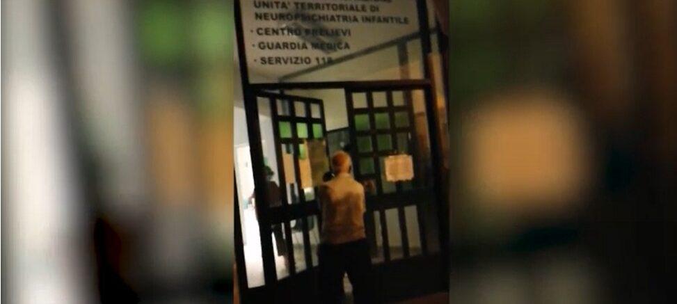 Photo of Shock a Matera, nonno in lacrime chiede le medicine: maltrattato dalla guardia medica