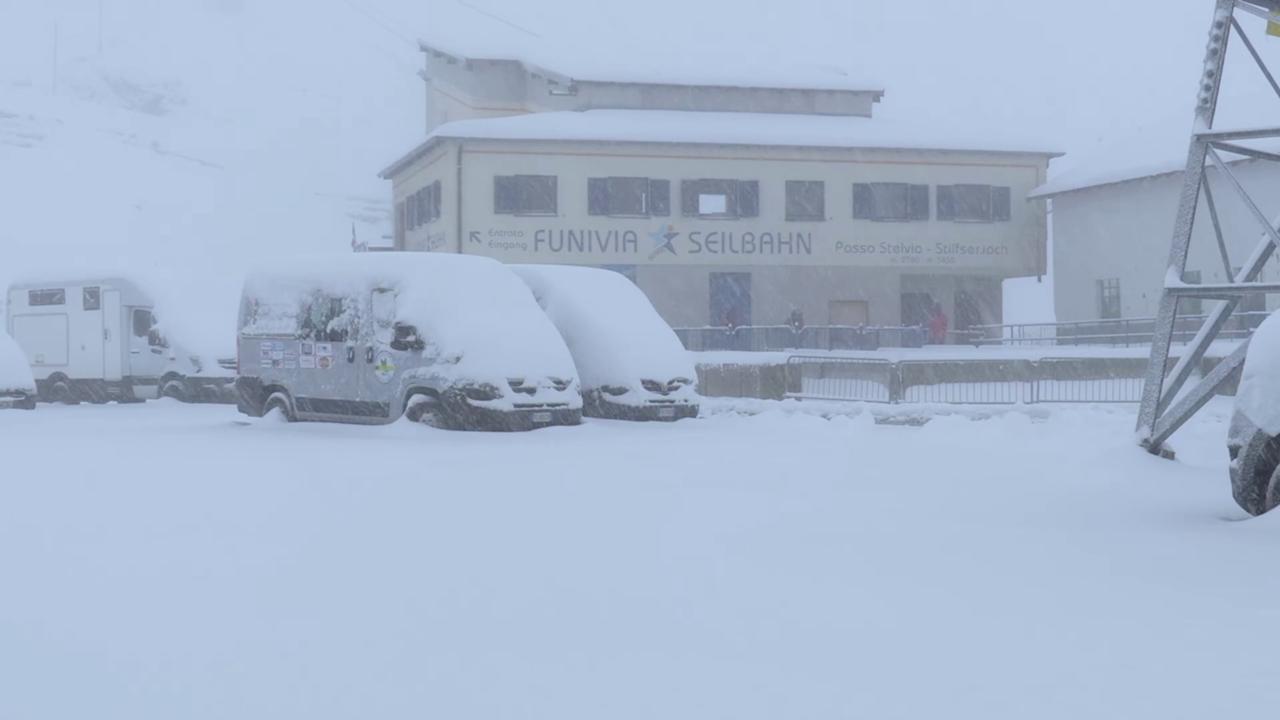 Photo of Passo dello Stelvio, cade la neve ad agosto: incredibile nevicata estiva