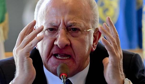 Photo of Coronavirus, l'ira di De Luca contro i comportamenti irresponsabili: tamponi a Capodichino per chi arriva dall'estero