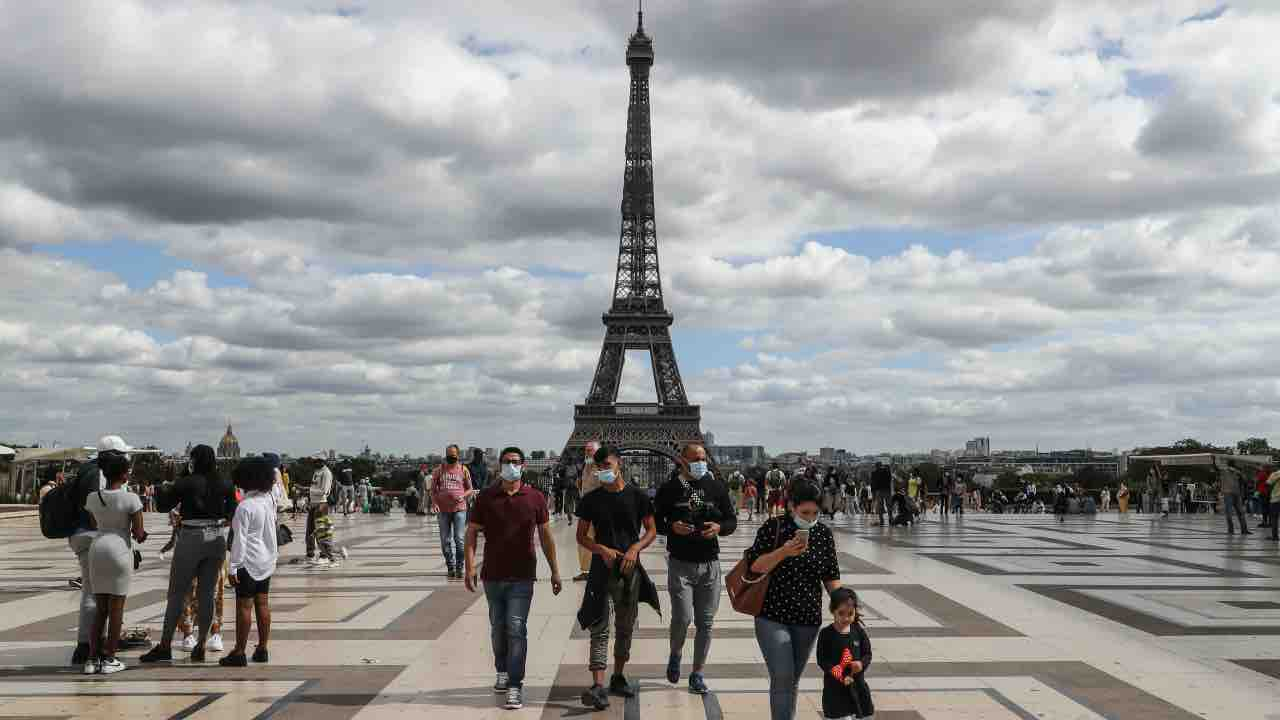 parigi-allarme-bomba-evacuata-tour-eiffel