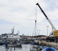 migranti-lampedusa-demolizione-barchini
