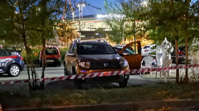 Photo of Torino, uccide la moglie a colpi di pistola e si suicida: si stavano separando